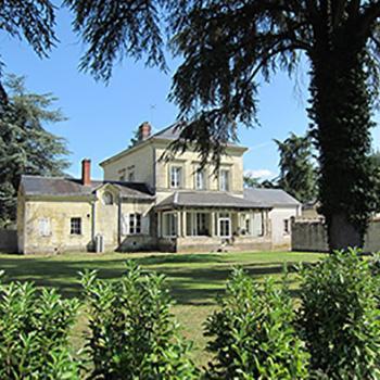 villa-des-jeunes_exterieur-arriere_domaine-de-roiffe.jpg.aae83d77f7465fabe71d9ec662ee9f33.jpg